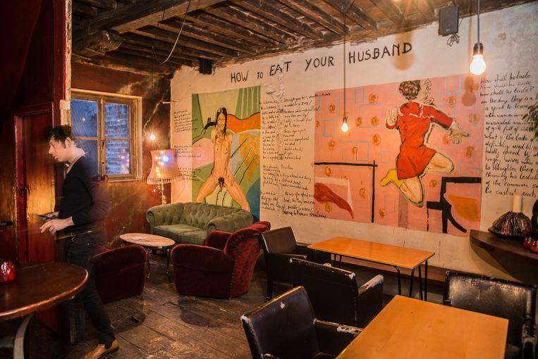 Werk van Jan Van Imschoot in het zaaltje boven café Jos. Beeld A. Gyseflinck