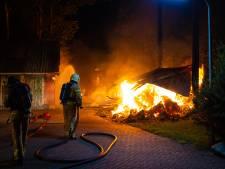 Drukke nacht voor brandweer, Oldebroek opgeschrikt door serie branden: 'Drie na elkaar, dat is opvallend'