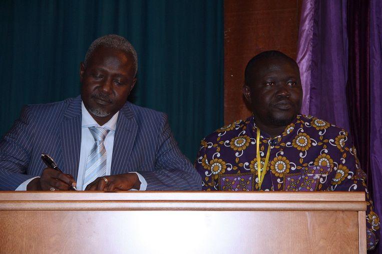 Mohamed Moussa Dhaffane (linkes) en Patrice-Edouard Ngaissona, afgevaardigde van de Christelijke milities Beeld afp