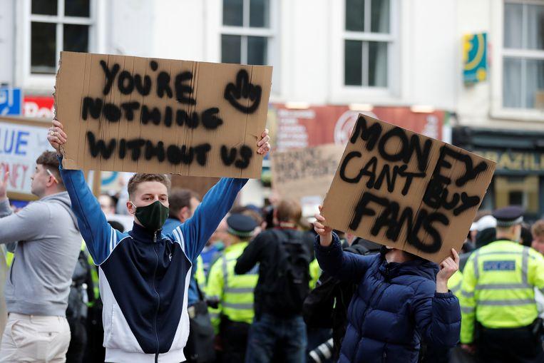 Protesten in Londen tegen de Super League. Beeld Reuters