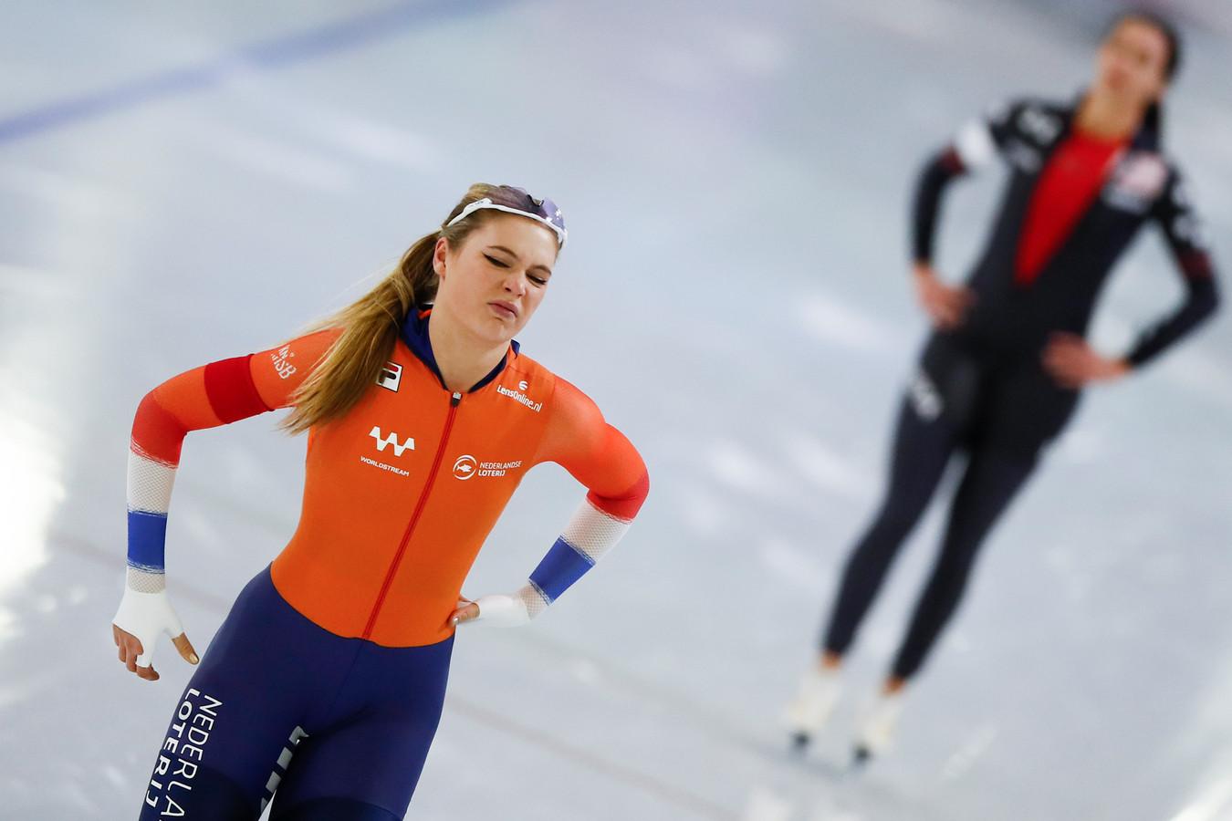 Jutta Leerdam baalt. Op de achtergrond Bittany Bowe.