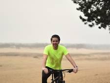 Tim (20) uit Haaren fietst in zijn eentje langs enorme Victoriameer in Afrika