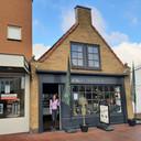 Eigenaar Andrea de Fonkert in Le Toko in Numansdorp. Voorheen was in dit pand modewinkel L.E.S. gevestigd.