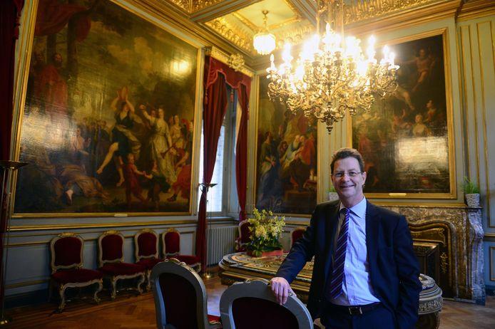 Schepen Dirk Vansina (CD&V) in de salons van het historisch stadhuis.
