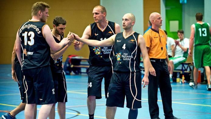 Spelers van basketbalclub Cangeroes in actie. Lunetten wordt nu hun thuishal.