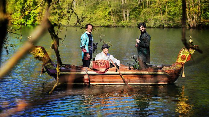 In het laatste festivalweekend kan je met een bootje uit de 17de eeuw op de Demer varen met live muziek van hedendaagse troubadours.