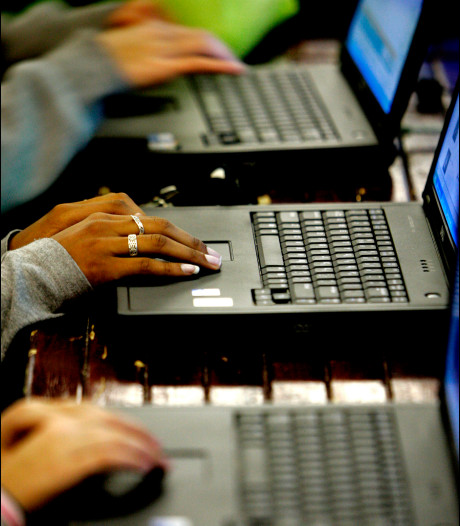 Carmel College Salland stopt stapsgewijs met uitlenen laptops aan leerlingen: het wordt te duur