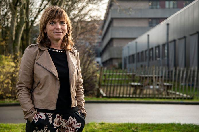 """Directeur Karen Pieters: """"De opnamestop werd tien dagen geleden preventief genomen om de situatie binnen het ziekenhuis onder controle te kunnen houden""""."""