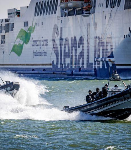 Laagvliegende heli's en stuiterende speedboten: militaire oefening trekt veel bekijks