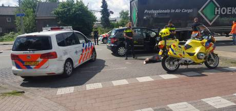Taxi tegen paal in Arnhem, passagier gewond