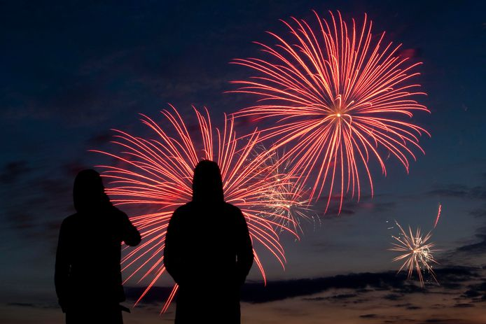Stapt Apeldoorn definitief over naar centrale vuurwerkshows, of mogen consumenten ook dit jaar nog zelf wat afsteken?