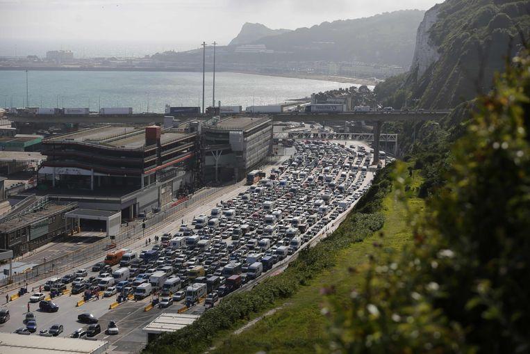 Drukte in de haven van Dover in 2016, toen vanwege strengere controles op het mogelijk meereizen van vluchtelingen.  Beeld AFP