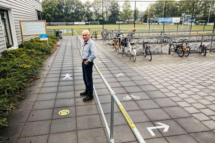 FC Driebergen volgt het voorbeeld van Brederodes niet. Een goede routing op het sportpark blijft de manier om alle sportparkbezoekers uit elkaar te houden.