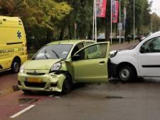 Auto's total loss bij ongeluk in Wageningen