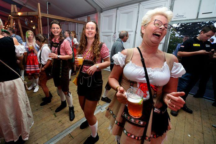 Lederhosen, dirndls en lol, Fest Eins van het Twents Oktoberfest
