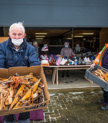 """Kringloop in Oldebroek gooit de wintervoorraad eruit met een 'buitenverkoop': ,,Na de dooi komt het terug, maar dan hebben we er wel aan verdiend"""""""