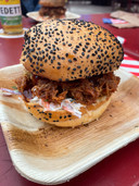 Smokey Jo's Garage: The Smokey Jo's, een brioche bun met pulled pork.