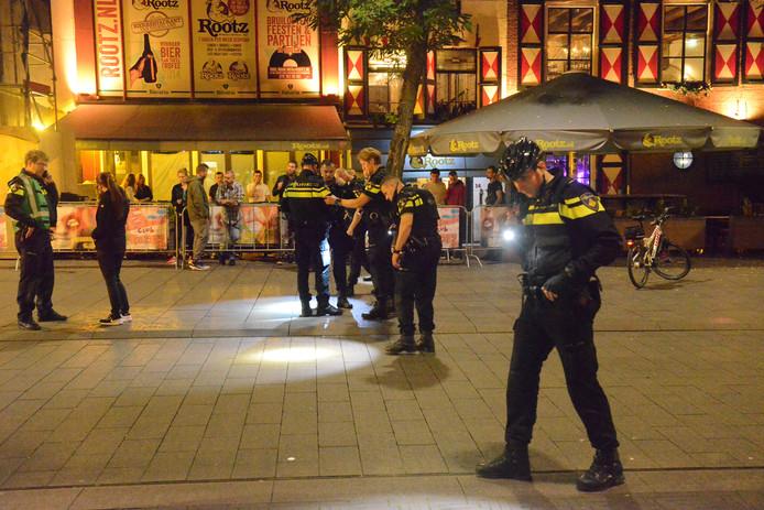 Bij een schietincident in de Grote Marktstraat midden in het centrum van Den Haag zouden vannacht meerdere schoten zijn gelost.