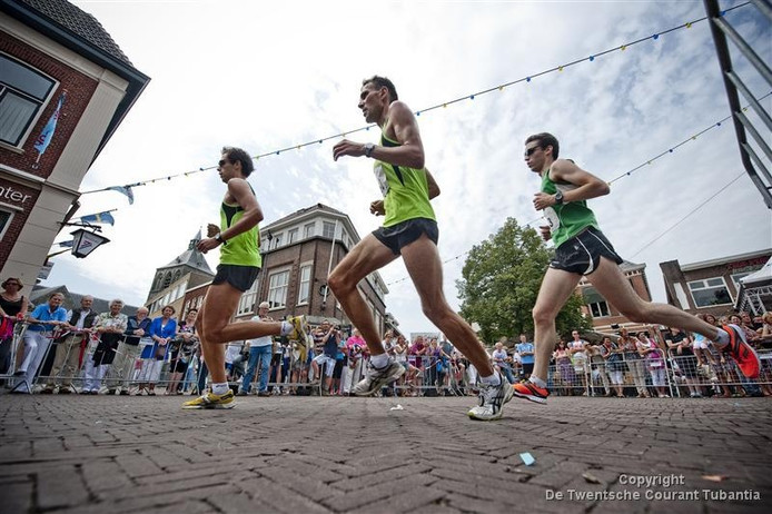 De vrouwelijke deelnemers aan de Boeskoolloop worden dit jaar iets eerder weggeschoten dan de mannelijke lopers.