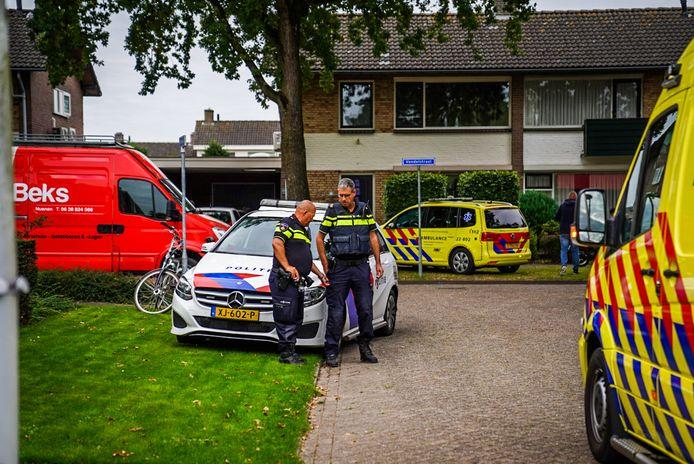 Politie- en ambulancepersoneel op de been.