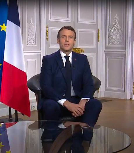 """Campagne de vaccination """"trop lente"""" en France: Macron organise une réunion à l'Élysée"""
