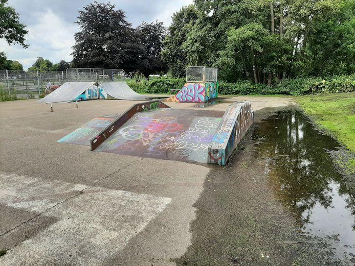 Het vervallen skatepark van Veenendaal in het Stadspark.