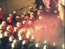 Flesjes en Bengaals vuur de lucht in: supporters KAA Gent, agent en politiehond gewond bij confrontatie aan café