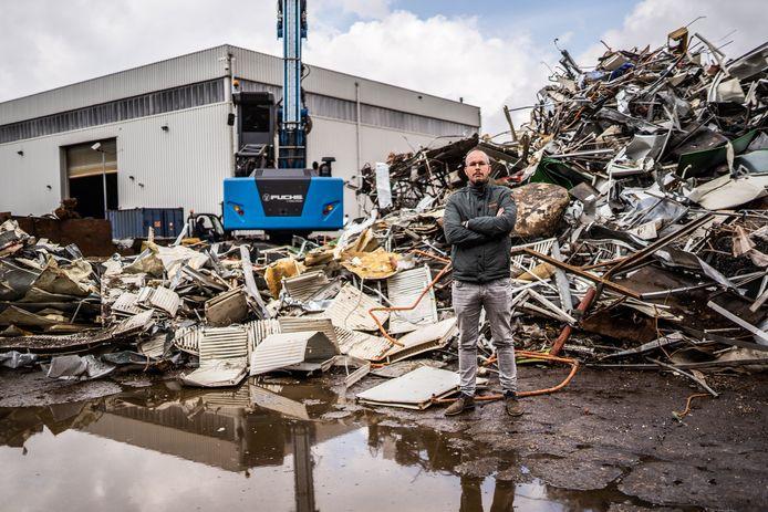"""Gilles van Houtum van Van Houtum Recycling in Arnhem. ,,Voor de circulaire economie zijn wij heel belangrijk, maar we worden nooit gezien als een groen bedrijf, want er is stof en we maken lawaai."""""""