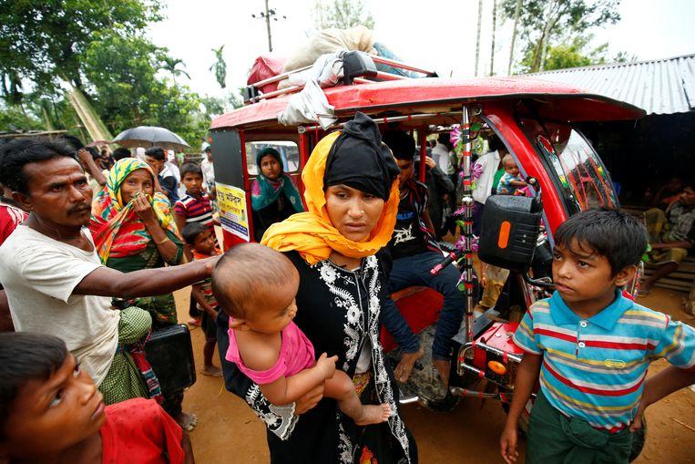 Nieuwe vluchtelingen komen aan op de grens tussen Myanmar en Bangladesh. Beeld reuters