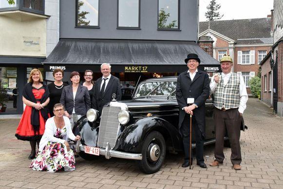 De Retro Vrienden verzamelen vanaf 19 mei elke derde vrijdag van de maand op de Markt van Wetteren met een statische oldtimer show.