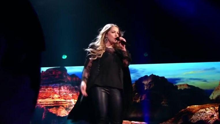Pleun Bierbooms in The Voice of Holland 2017. Beeld YouTube