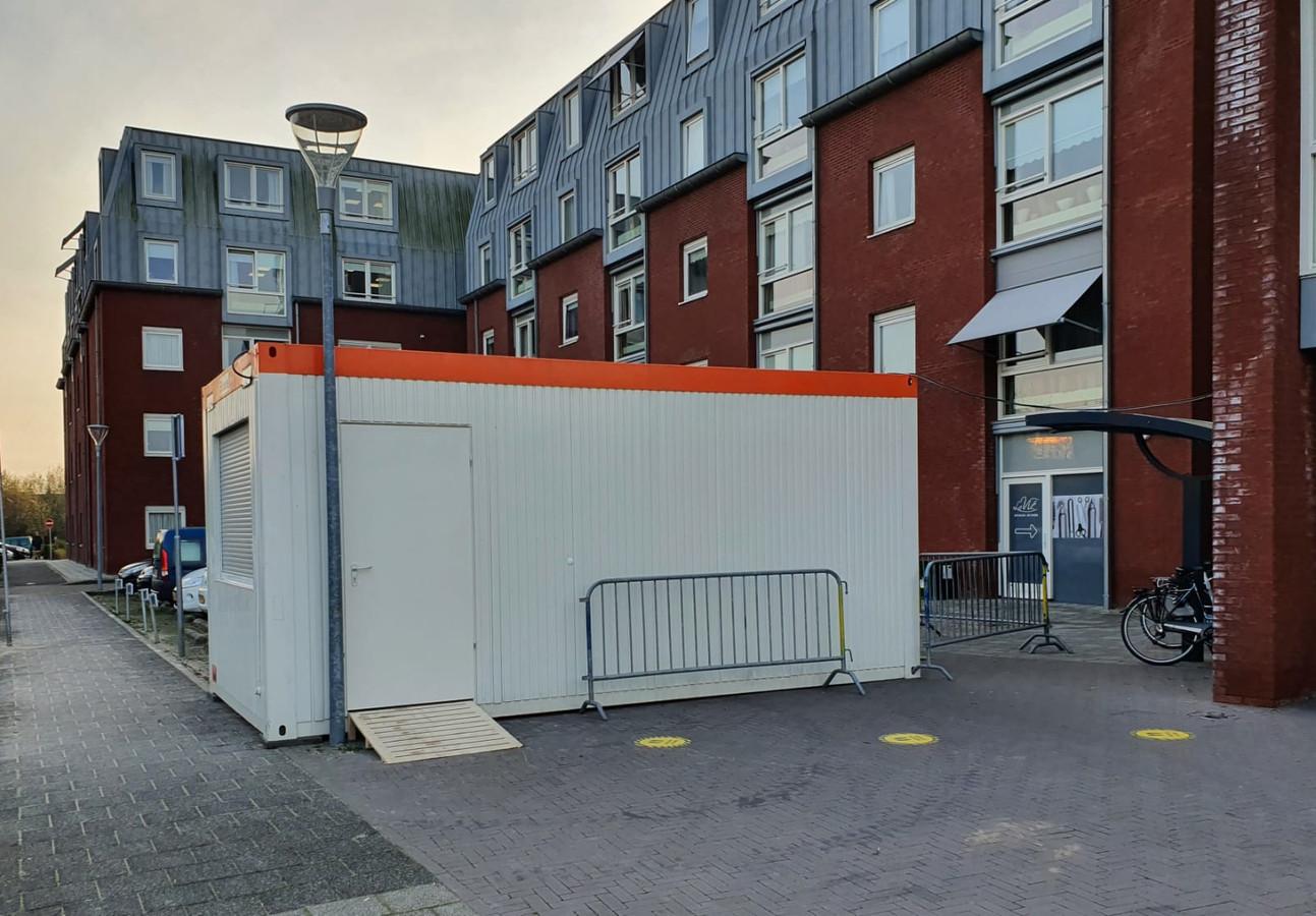De coronateststraat van woonzorgcentrum De Haven. Er is nog overleg met de gemeente over het eventueel laten testen van bewoners.