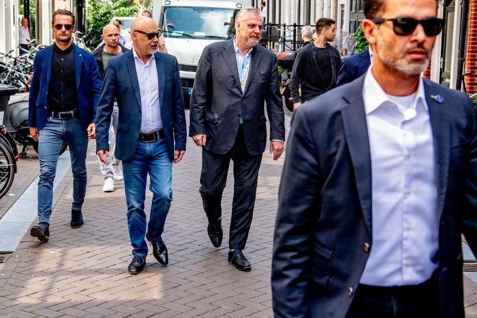 Peter Schouten en zijn collega Onno de Jong vormden samen met De Vries het verdedigingsteam van kroongetuige Nabil B., die in het liquidatieproces Marengo belastende verklaringen aflegt tegen de bende van Ridouan Taghi.
