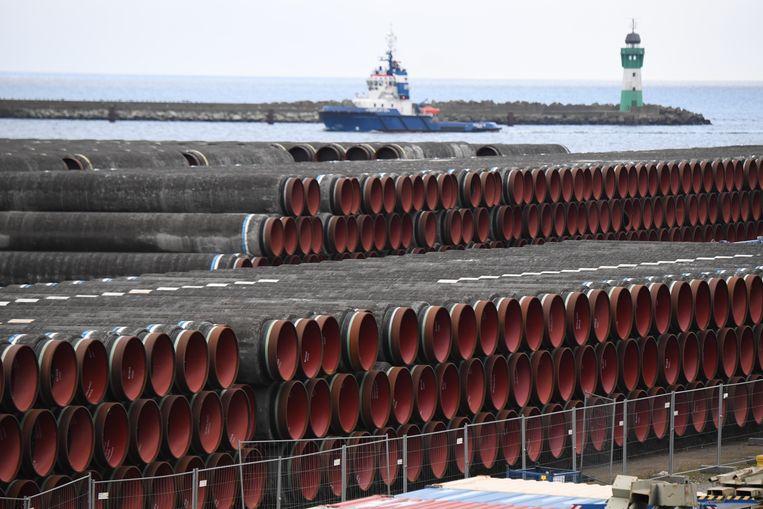 In het Duitse Mecklenburg-Voor-Pommeren liggen buizen opgeslagen voor de constructie van Nord Stream 2. Beeld Stefan Sauer/dpa-Zentralbild/dpa