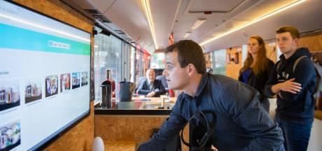 Techniekbus doet zorgcentra Breda aan: van pillendoosje met alarm, keyfinder tot lichtsnoer met sensor