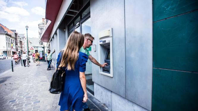 """26-jarige geldezel 'weet van niets': """"Bankkaart was écht gestolen!"""""""