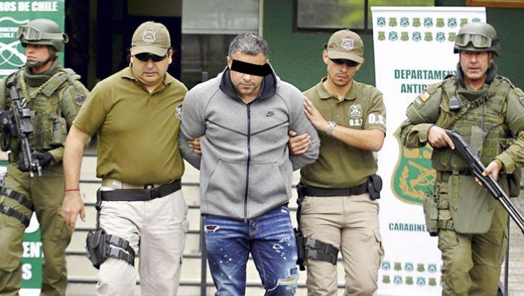 R.V. wacht in Chili in een zwaarbeveiligde gevangenis op zijn overlevering aan Nederland. Beeld -