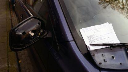 Drie twintigers betrapt tijdens vandalisme aan vijf auto's