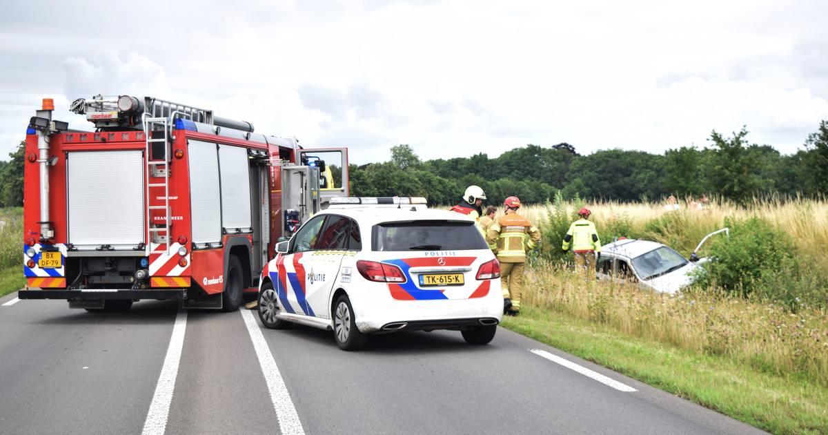 Man zwaargewond bij eenzijdig ongeluk in Hummelo: Zutphenseweg dicht voor verkeer.