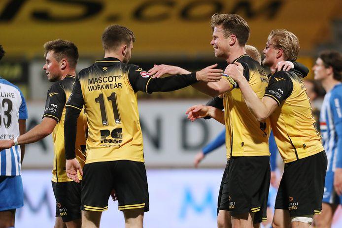 Spelers van Roda JC vieren goal