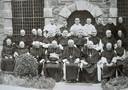 Paters van Val Dieu voor 1940, middelste rij zesde van links pater Hugo, achtste van links pater Stephanus (Piet Muhren).