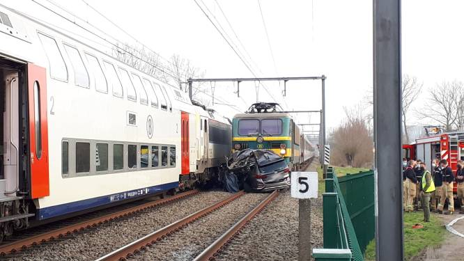 Opnieuw treinverkeer mogelijk tussen Zottegem en Oudenaarde na aanrijding op overweg