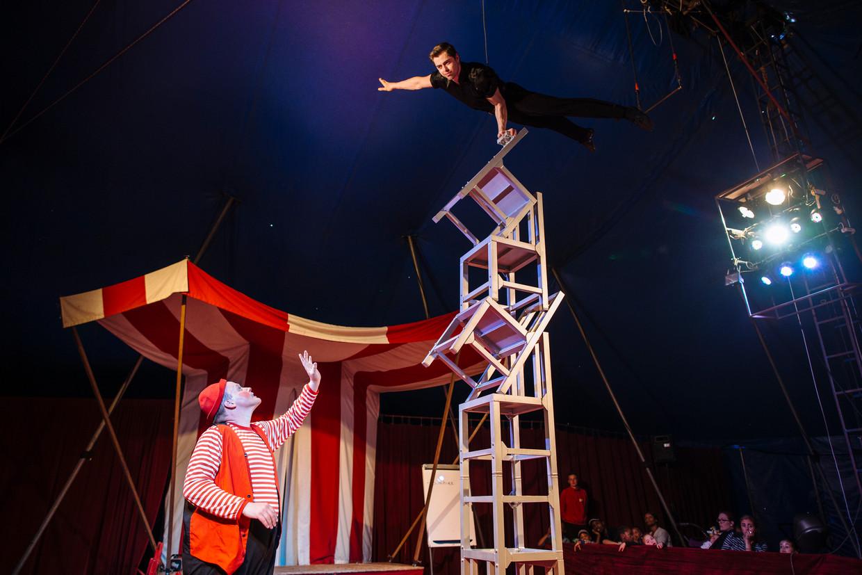 Het Magic Circus staat jaarlijks op vijftien plekken in Amsterdamse buurten. Beeld Marc Driessen