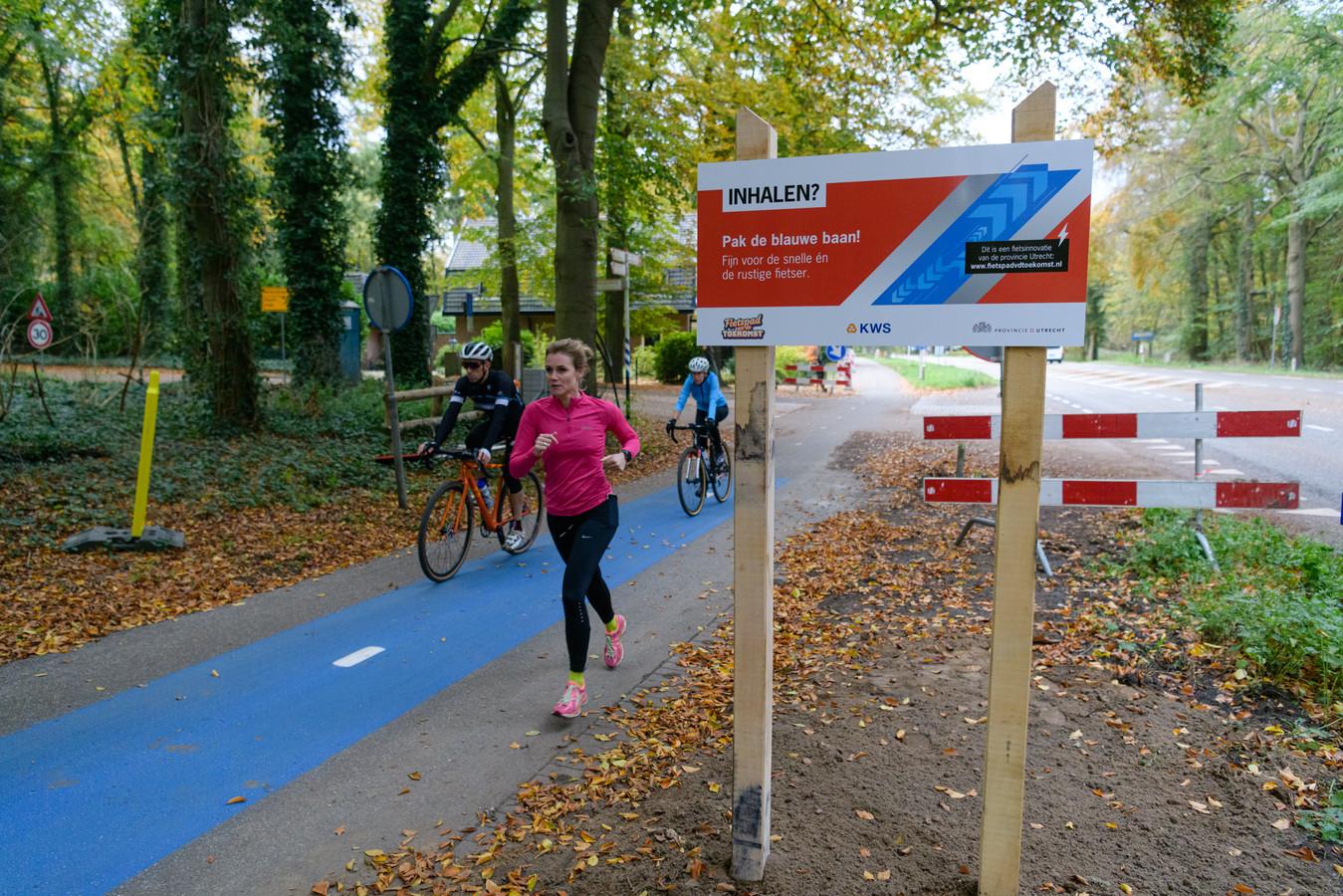 De pilot met het blauwe fietspad tussen Doorn en Leersum.