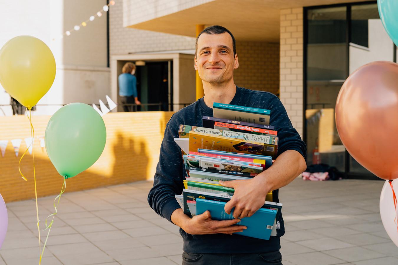 De titel van Beste Boekenmeester gaat dit jaar naar Christophe De Turck, zorgcoördinator in De Telescoop, een freinetschool in Laken.