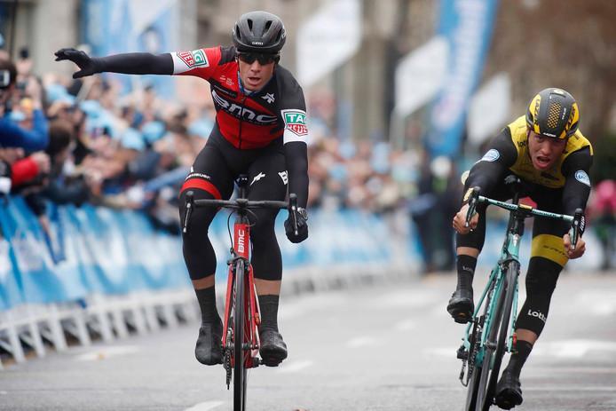 Roelandts verslaat Van Poppel aan de finish.