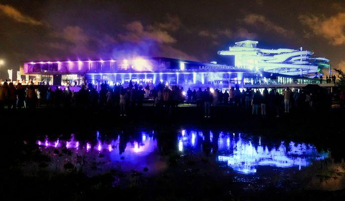 Er was vrijdagavond al een licht- en geluidshow aan het zwembad. Het spektakel wordt herhaald op zaterdag, zondag en maandag om 19 uur.