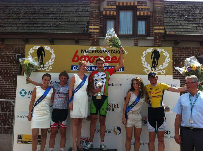 Noah van der Meer wint bij de categorie nieuwelingen. Nummer twee is Antonie van Noppen en nummer drie Marco Mook.