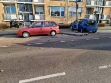 Ravage in Hengelo nadat auto op geparkeerde auto botst, bestuurder aangehouden