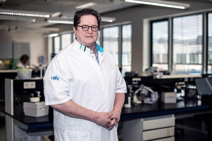 Andreas Voss, Medisch microbioloog, medisch manager infectiepreventie en algemene bacteriologie bij het CWZ, tevens hoogleraar Infectiepreventie aan de Radboud Universiteit